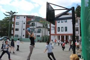 音楽会前にバスケットボール