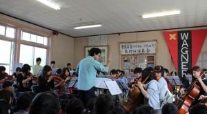 オーケストラの演奏