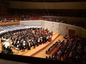 オーケストラ、男声、女声がそろったステージは大迫力です!